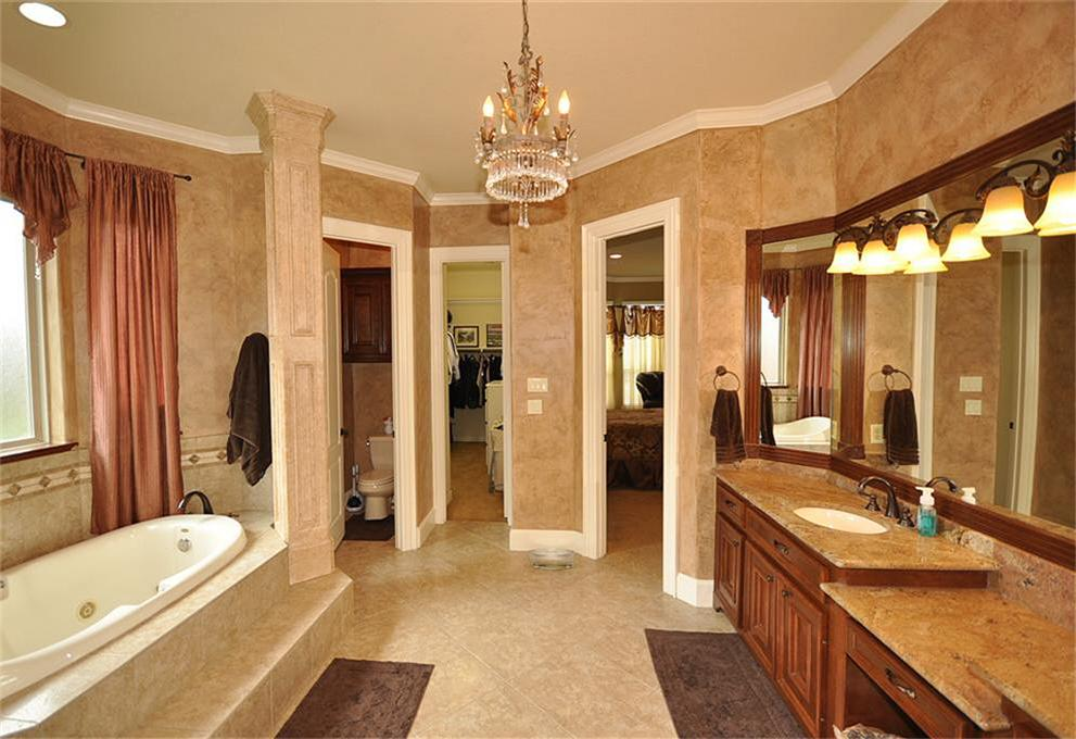 Master bathroom with walk in closet home design for Master bathroom with closet